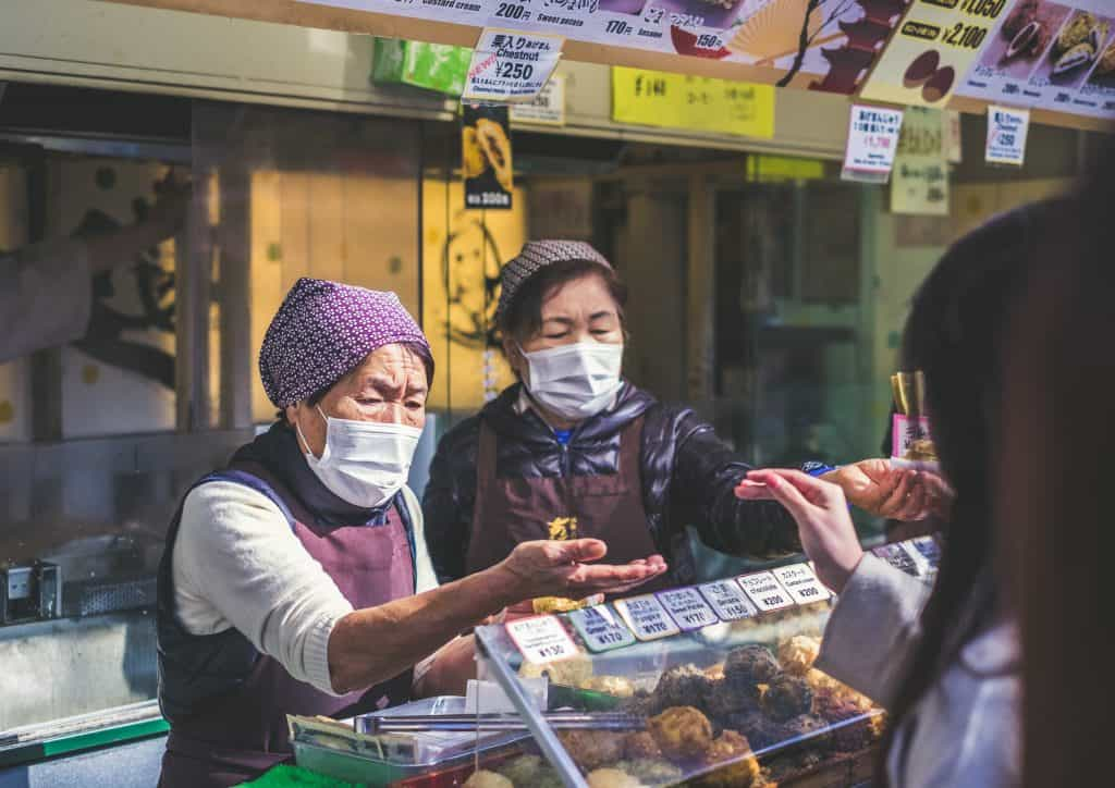 chinese ladies wearing face masks to protect from coronavirus