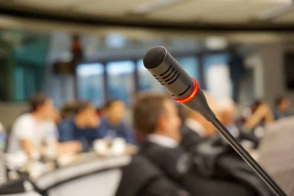 Key Tips on How to Get the Best Speakers at Your Next Event
