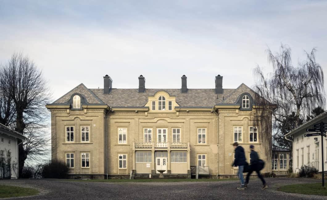 Floda Säteri – Montessoriskolan har vi renoverat i etapper medan verksamheten varit igång