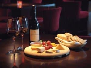 vinho-e-queijo-300x225.jpg