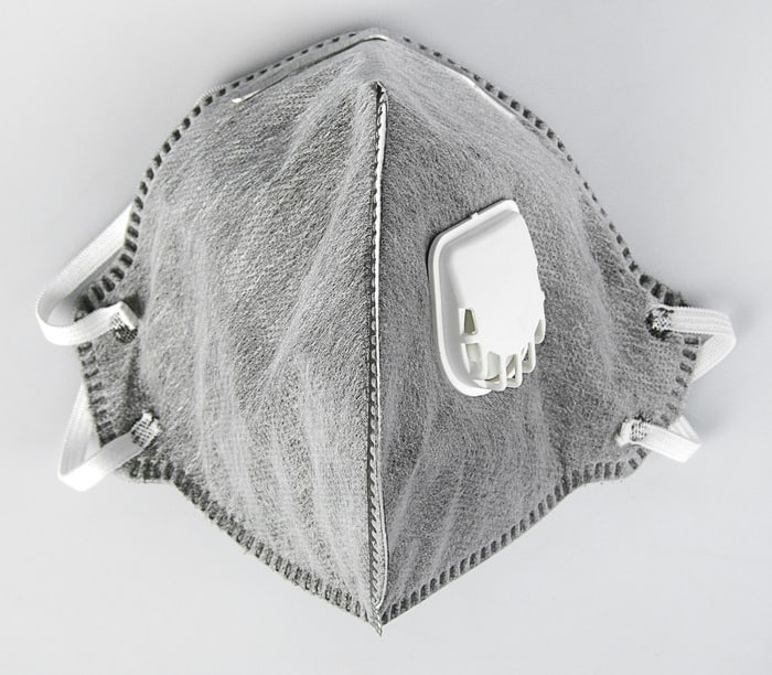 Полумаска (респиратор) фильтрующая с клапаном с угольным слоем FFP1