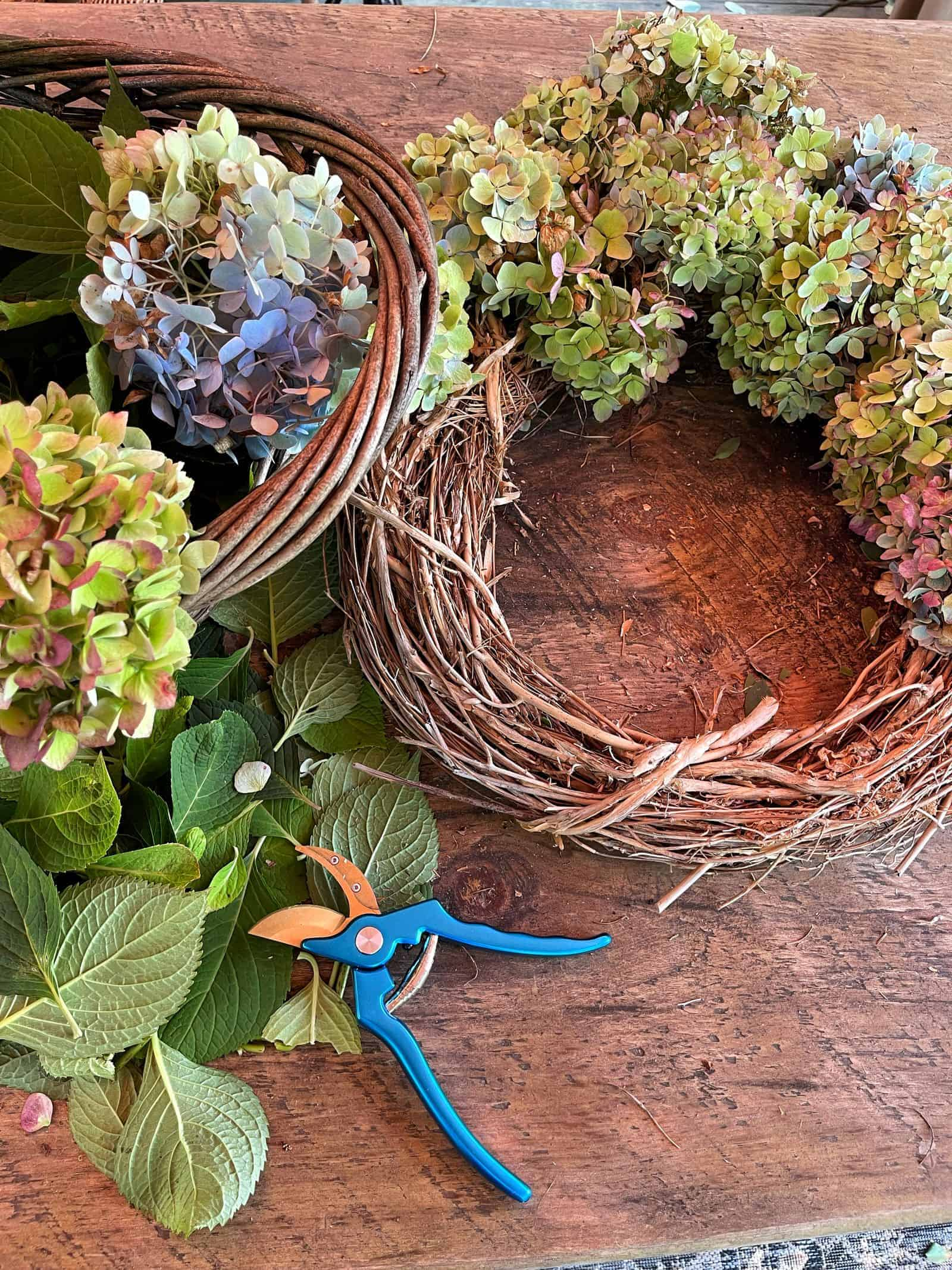 How to Make a Simple Hydrangea Wreath for Free