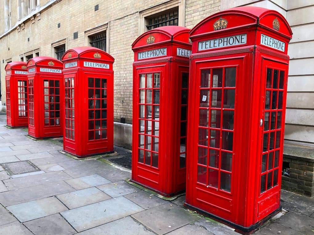 british icons red telephone box in london