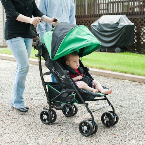 Walking with Summer Infant 3DLite Convenience Stroller with the little one