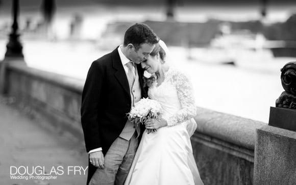 Photograph of couple on Chelsea embankment