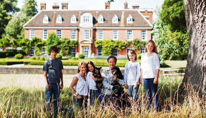 Family Portrait Photographer - Family outside House