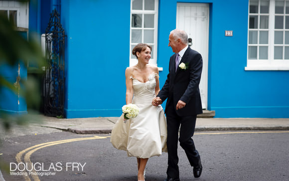Chelsea streets couple photographed after wedding