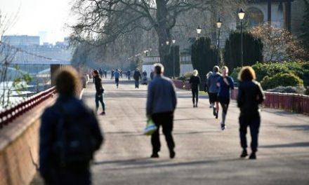 UK calls for 250,000 volunteers as virus deaths surge